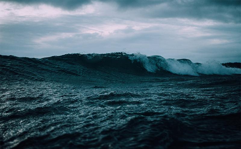 Wave breaking in choppy water